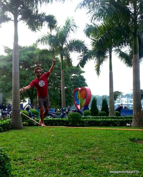 1-Slacklining Hanoi.jpg